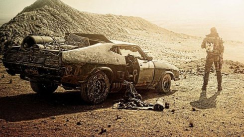 (source: http://www.etonline.com/movies/148795_tom_hardy_in_gritty_new_mad_max_fury_road_poster/)